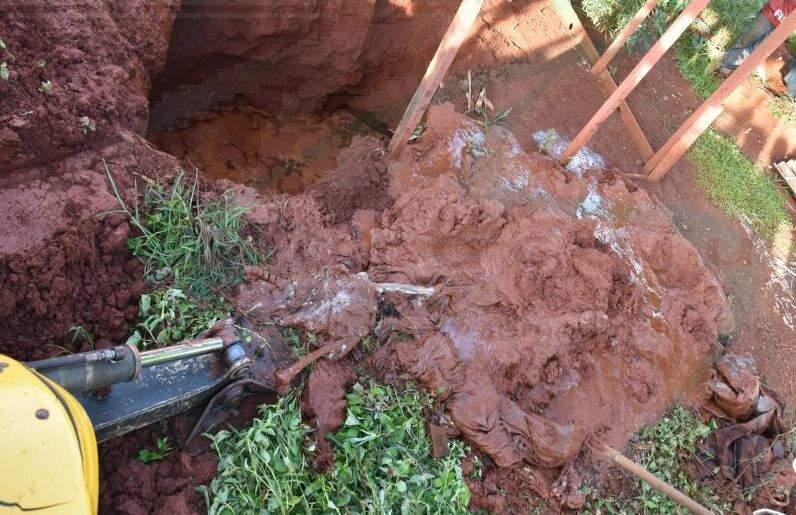 Máquina utilizada para cavucar o local onde estava a ossada. (Foto: Robertinho/MaracajuSpeed)