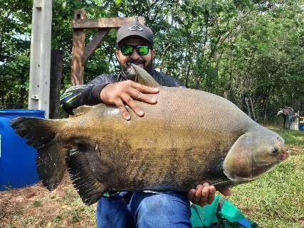 Competidor de MS fisga peixe de quase 30 kg em torneio paulista