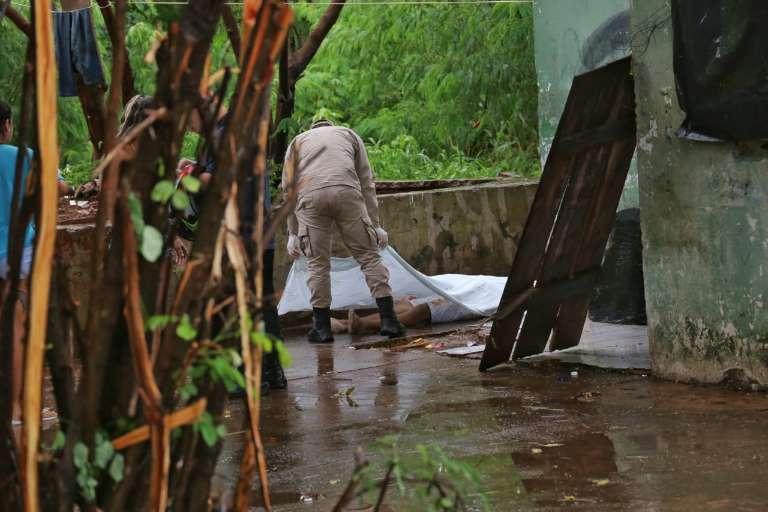 Homem é executado com sete tiros em praça do Jardim Sayonara
