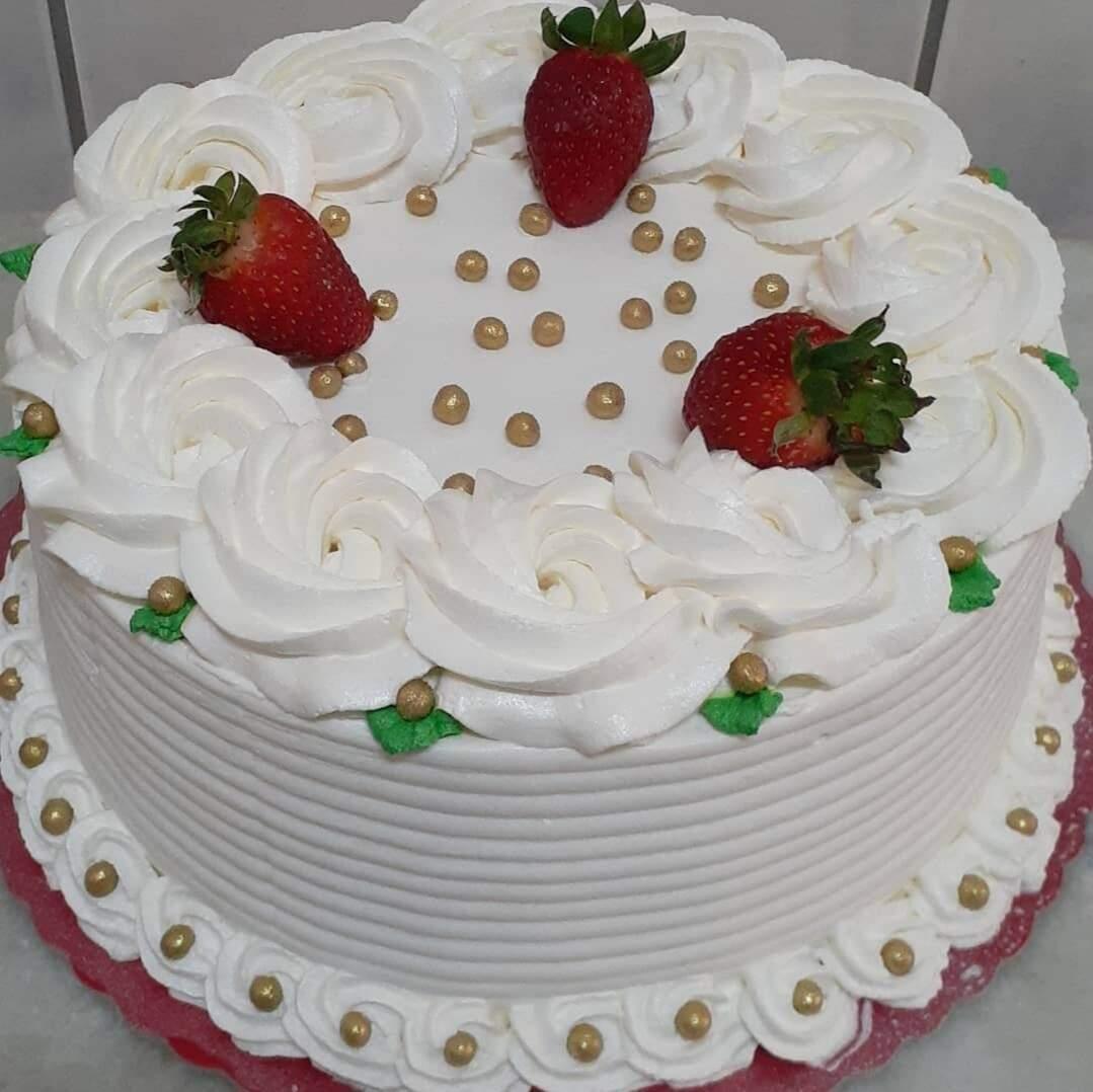 Um dos bolos vendidos por Larissa em seu carrinho (Foto: Arquivo Pessoal)