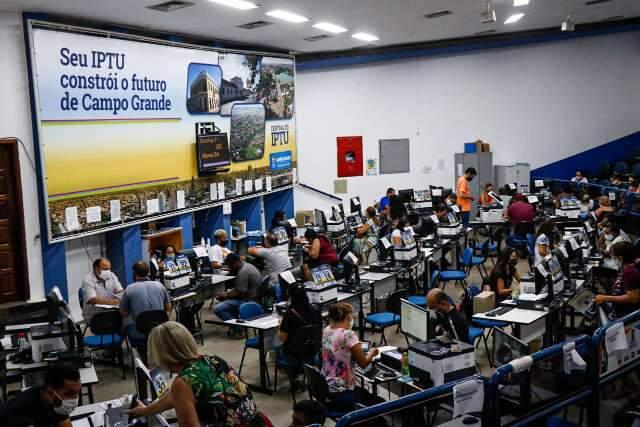 Prefeitura faz plantão para pagamento de IPTU com 10% de desconto
