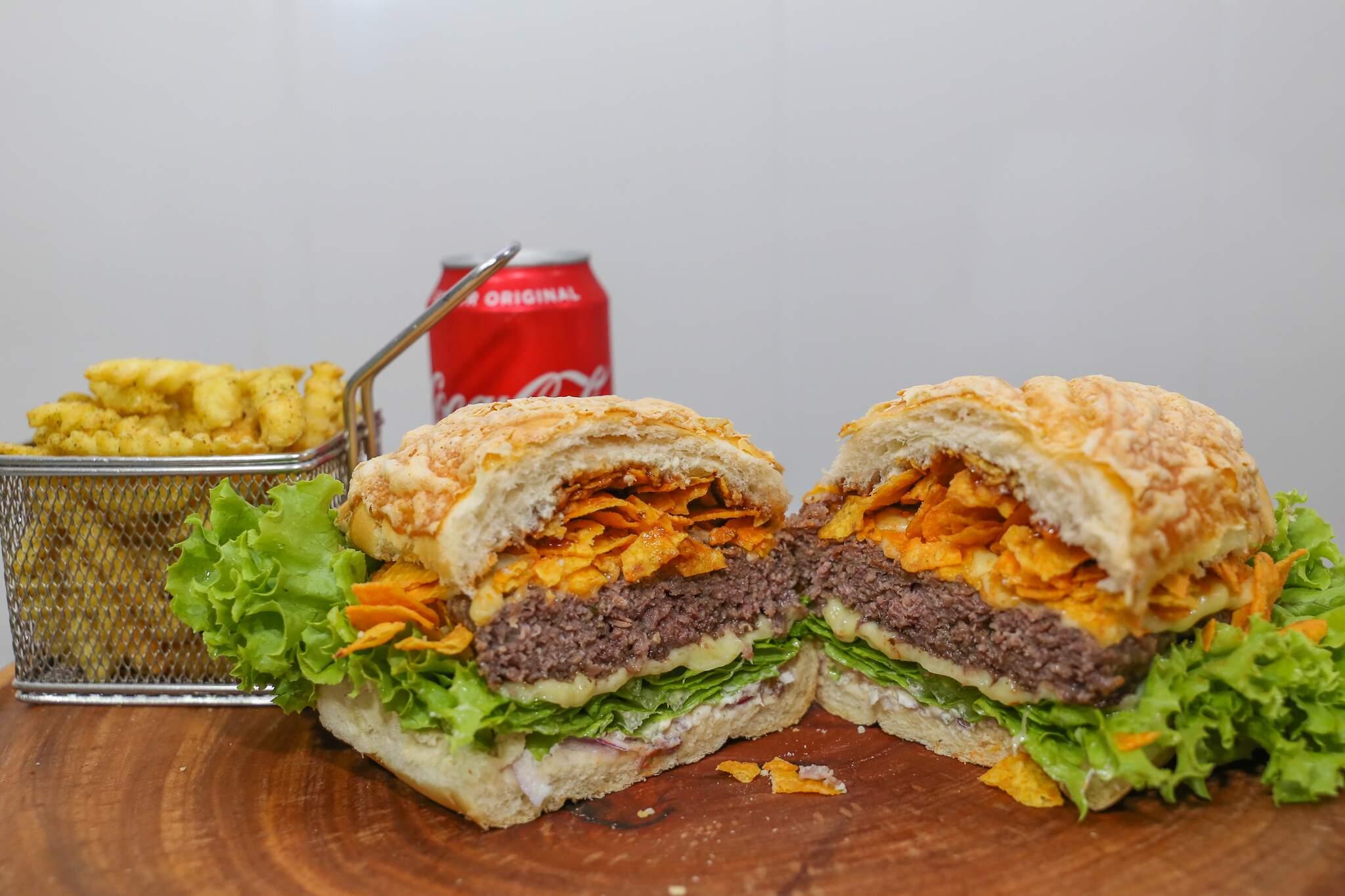 700g de hambúrguer de verdade é só na JG Burger. (Foto: Paulo Francis)