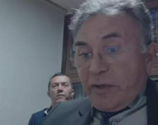 Everaldo ao fundo, com o advogado Odilon na frente em audiência virtual. (Foto: Reprodução)