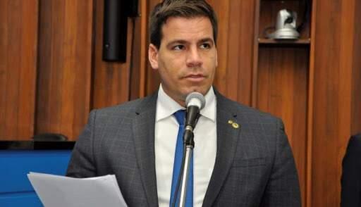 Renan Contar em sessão da Assembleia, antes da pandemia.