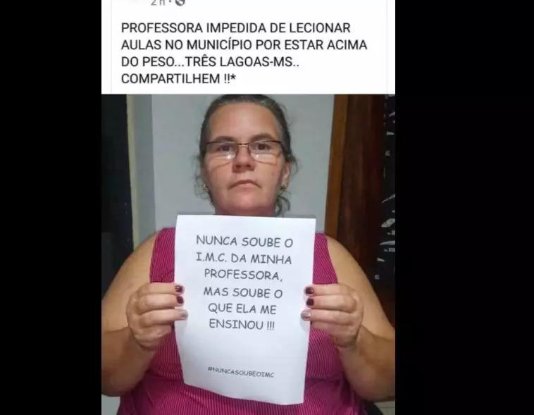 Professora publicou foto de protesto nas redes sociais (Foto/Reprodução)