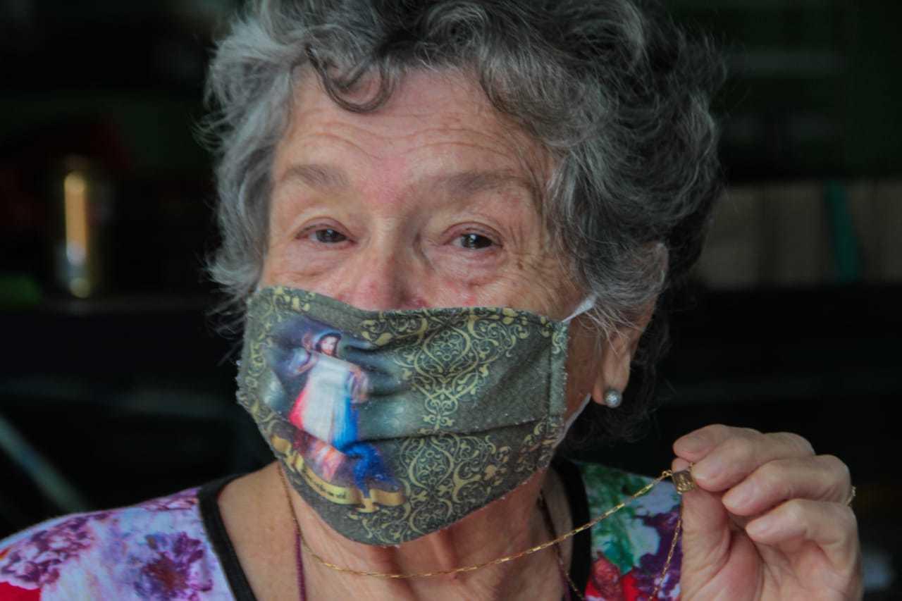 Católica fervorosa, primeira coisa que dona Nilva quer fazer a hora que pandemia tiver dado trégua é ir à missa. (Foto: Marcos Maluf)