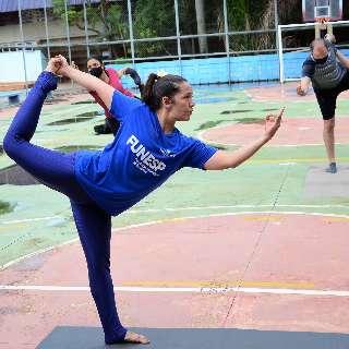Sem dinheiro para investir na ioga? Parques têm aula de graça sobrando