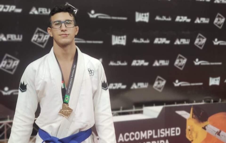 Lutador de jiu-jitsu de 19 anos representou MS em Curitiba (Foto: Divulgação)