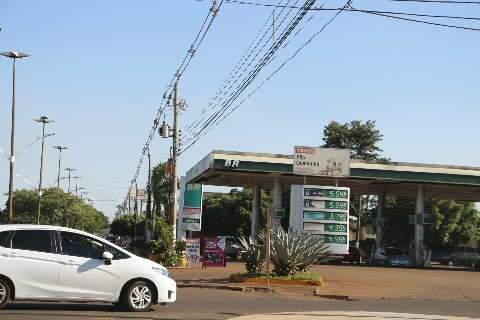 Procon fiscaliza postos para evitar aumento de combustível estocado