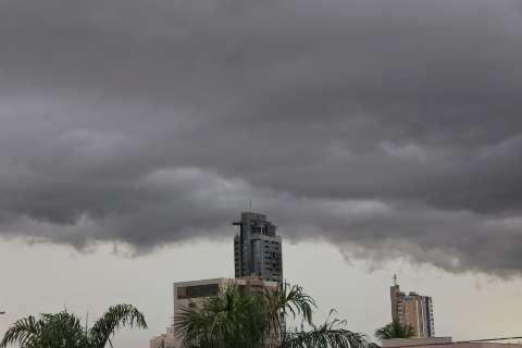 Chuva chega com ventania e a partir de 1º de março temporais se intensificam