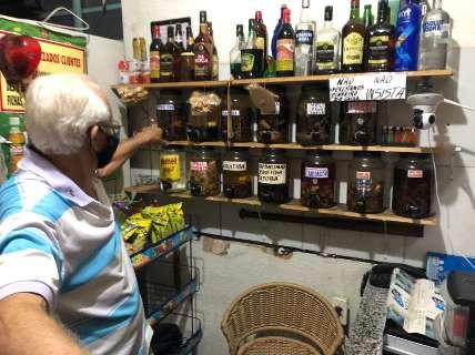 Boteco raiz diverte com 56 anos de treta, jukebox e pingaiada