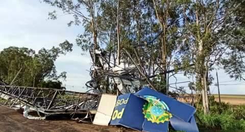 Tempestade destrói cobertura da PRF em São Gabriel do Oeste