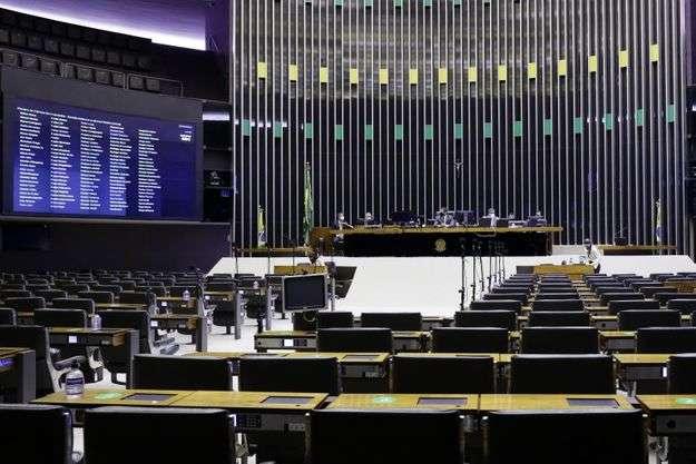 Para evitar derrota, Lira adia PEC da Imunidade para ser discutida em comissão