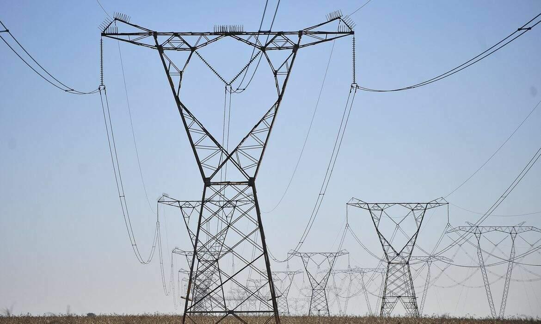 Torres de uma rede de distribuição de energia. (Foto: Marcello Casal Jr/AgênciaBrasil)