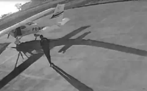 Na frente do juiz, comparsas entram em contradição sobre roubo de aeronave