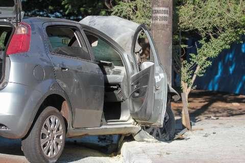 Policiais de folga socorrem vítimas de acidente na Avenida Afonso Pena