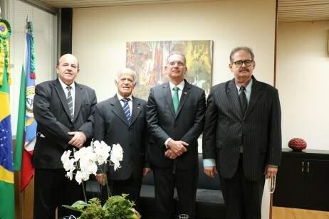 Foto publicada na sexta-feira (26) no site do TJMS de visita de representantes da colônia libanesa. (Foto: Divulgação)