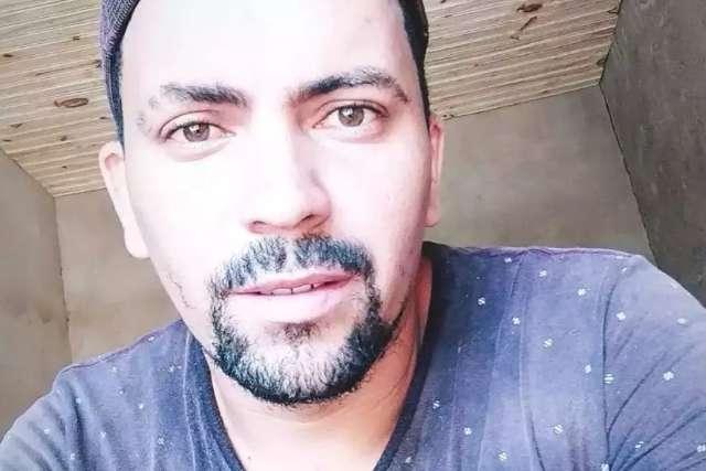 Jovem que matou ex-marido da esposa a tiros entrega arma do crime à polícia