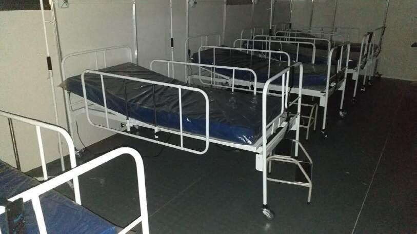 Camas foram usadas durante funcionamento de hospitais de campanha no ano passado. (Foto: Processo Judicial)