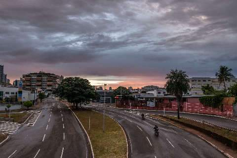 Tempo segue instável nesta quarta-feira após madrugada de chuva na Capital