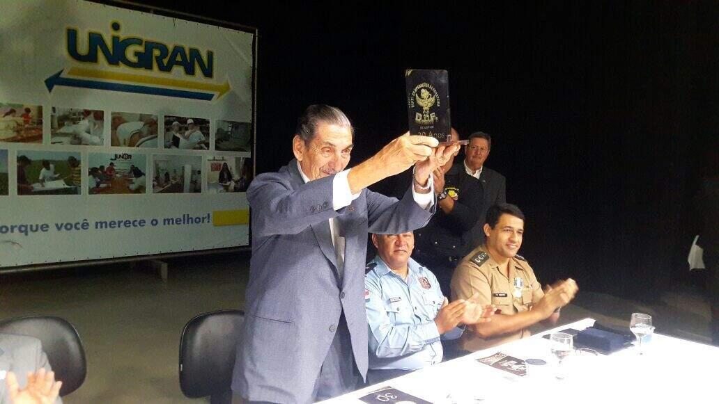 Coronel Adib em 2017, recebendo homenagem por serviços prestados à Polícia Militar. (Foto: DOF)