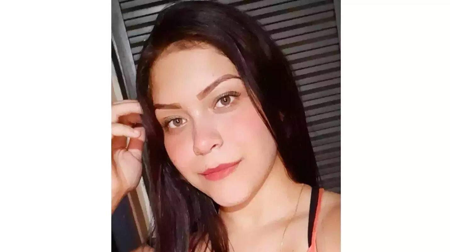 Pamela Silveira Saturnino tinha apenas 17 anos de idade. (Foto: Reprodução Facebook)