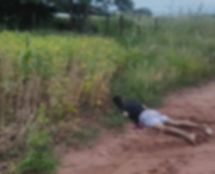 Local onde o corpo foi encontrado por moradores. (Foto: Ms em Foco)