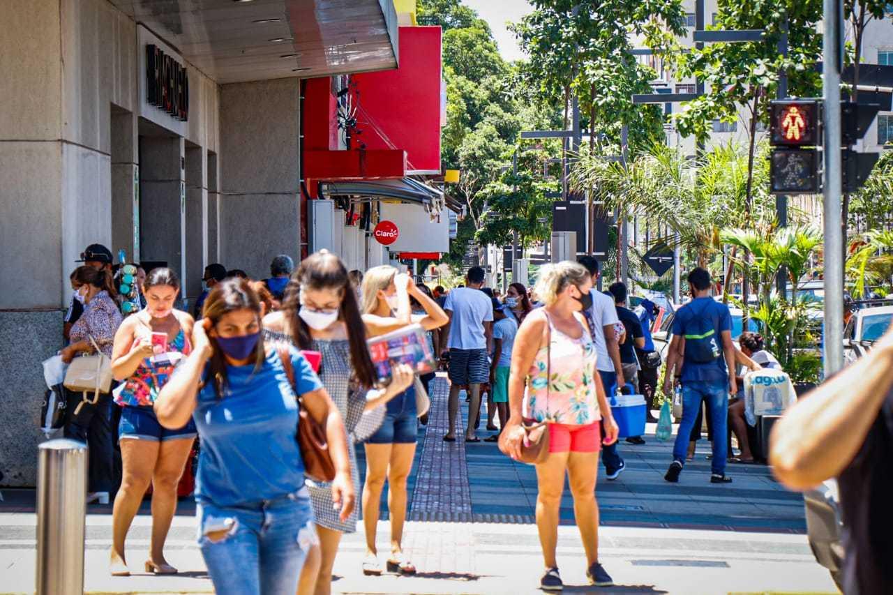 Centro lotado em dias normais em Campo Grande. (Foto: Henrique Kawaminami/Arquivo)