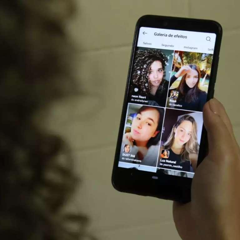 Nas redes, mulheres incentivam a coragem de publicar foto sem filtro