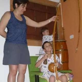 Aula de capoeira gratuita e virtual convida crianças a entrarem na roda