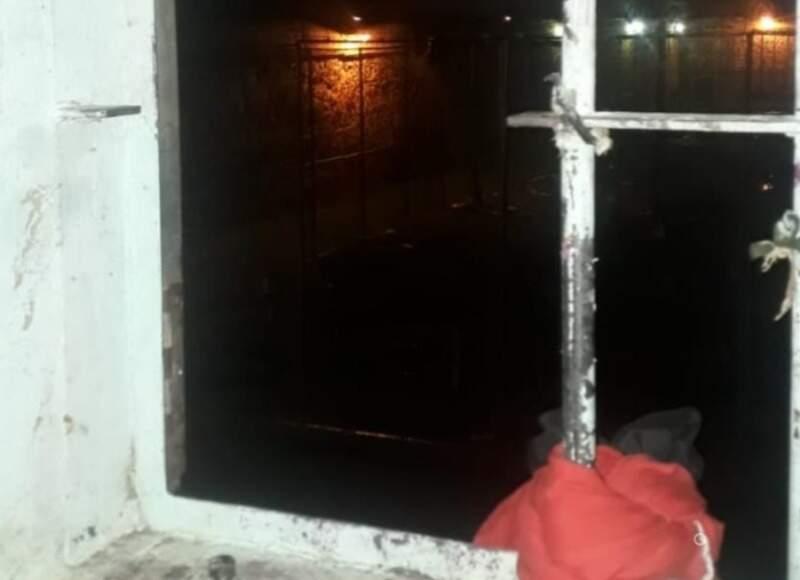 Grade de janela cortada em cela da penitenciária de Pedro Juan (Foto: Divulgação)