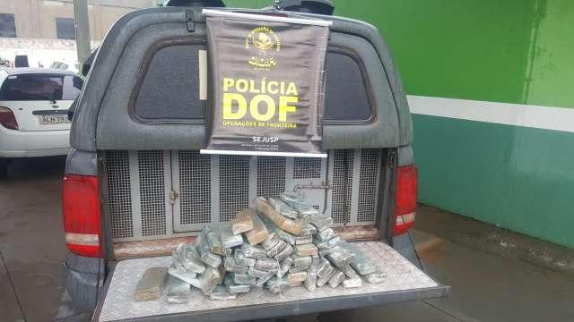 Passageiro de ônibus é preso com 55 tabletes de maconha que entregaria no RS