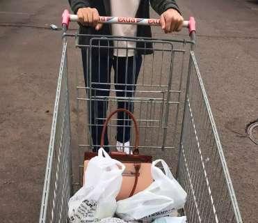 Leitores mostram carrinho e absurdo gasto em poucas sacolinhas do supermercado