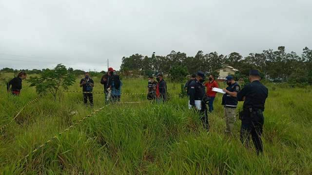 Mãe e tia são presas após menina ser encontrada morta em matagal
