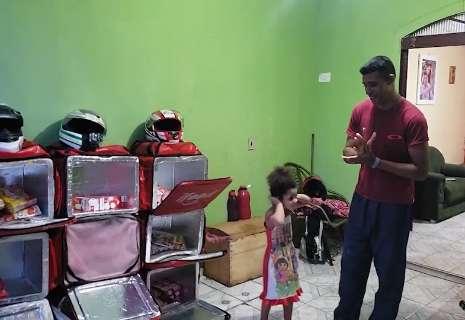 Motoentregadores se unem e compram alimentos para colega que sofreu acidente