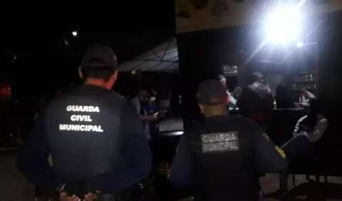 """Mais de 150 desrespeitaram o toque de recolher e """"sextaram"""" na rua"""
