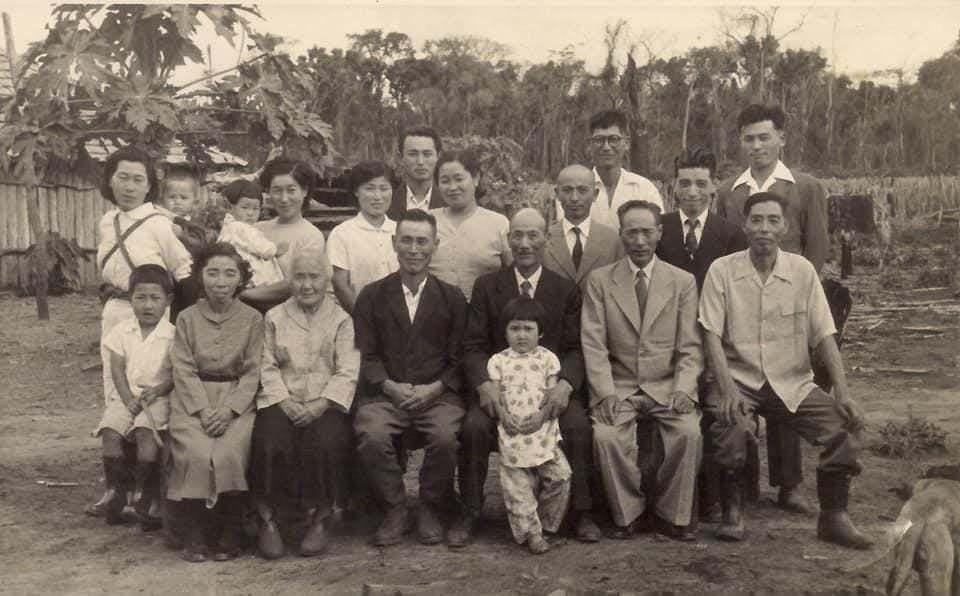 Família Yasunaka, que vivia em Vicentina, e tinha nela um fotógrafo talentoso (Foto: Museu Fotográfico Masuo Yasunaka)