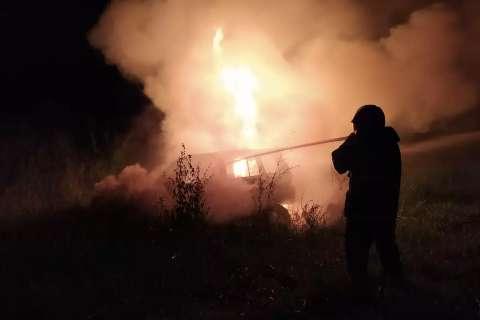 Carro carregado com maconha é abandonado e incendiado na BR-158