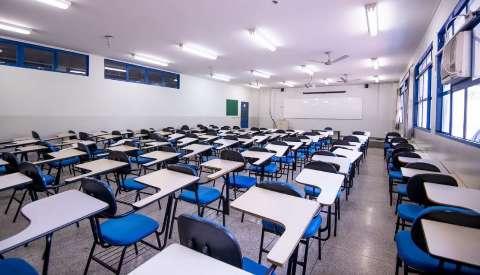 """Com maioria no sistema """"híbrido"""", 1ª universidade retoma aulas presenciais hoje"""