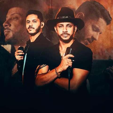 João Paulo e Fernando cantam sobre bares ao lado de João Carreiro