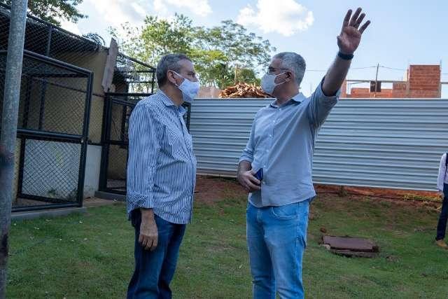 """Paulo Correa usa """"feriadão"""" para visita a obras"""