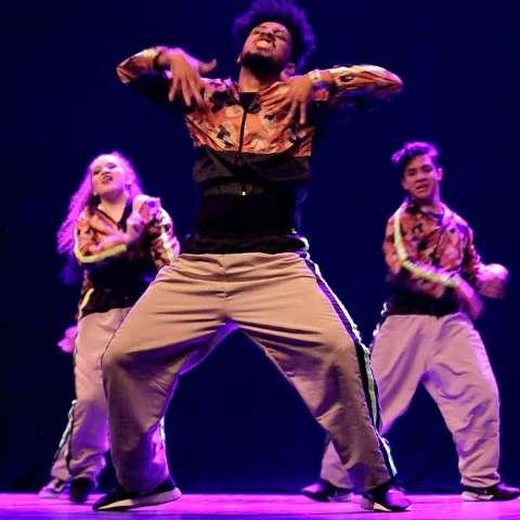 De graça, aula mostra energia da dança de rua que veio da Jamaica