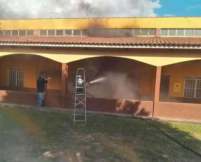 Vídeo mostra incêndio que atingiu salas de igreja católica em MS