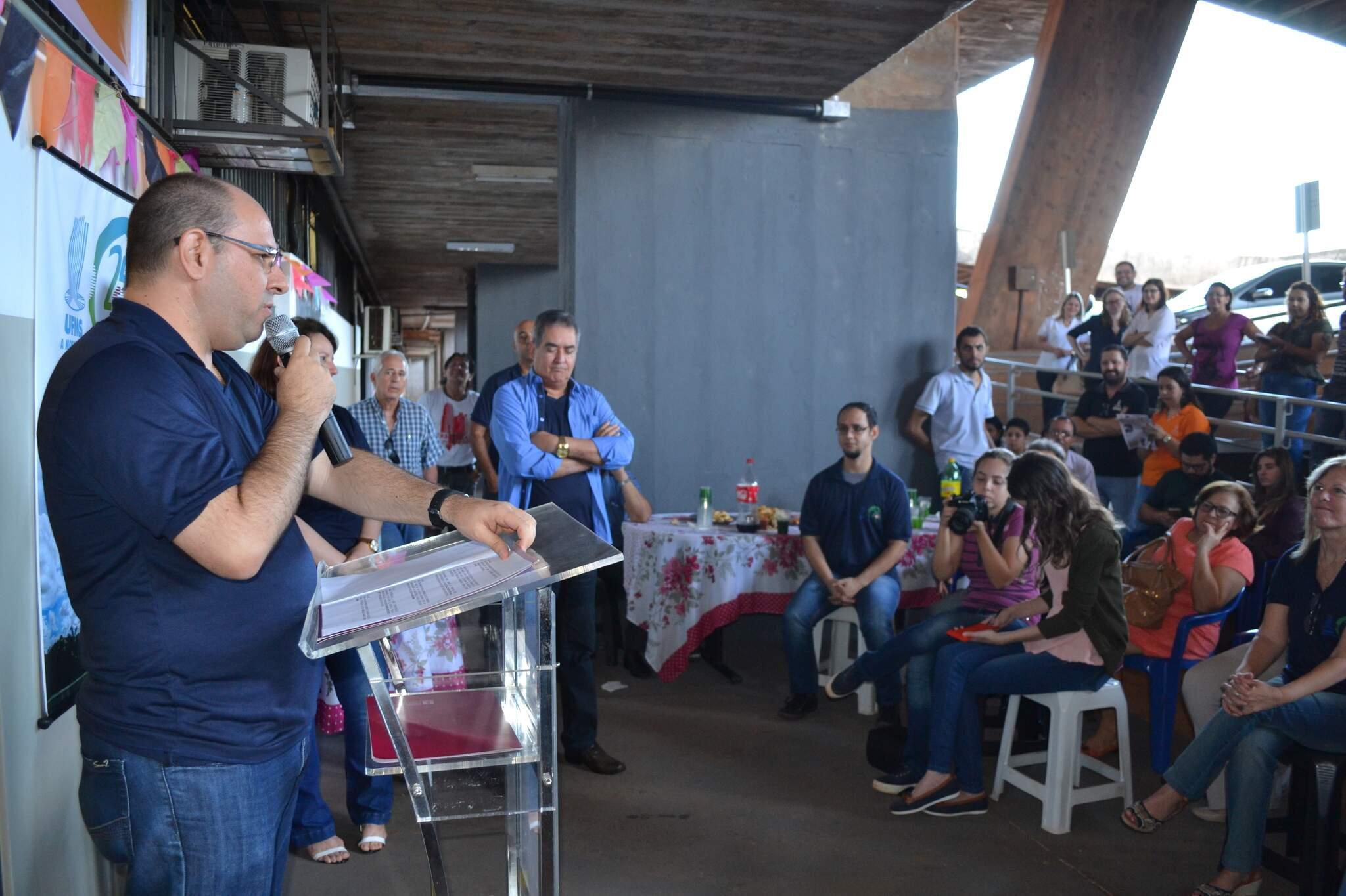 O reitor Marcelo Turine participa de celebração de 25 anos do PAS-UFMS, em 2017 (Foto: Divulgação-UFMS)