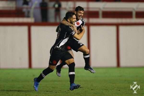 Vasco bate Tombense com um gol em cada tempo e avança na Copa do Brasil
