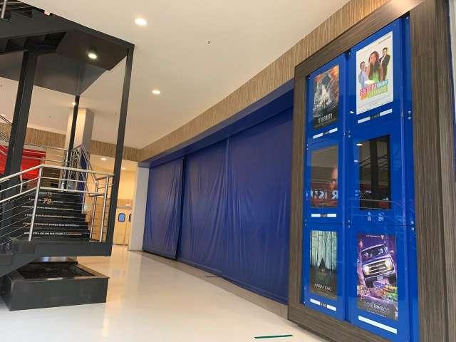 Tradicional quinta de estreias tem cinemas fechados e filmes velhos