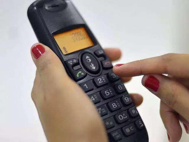 Você ainda mantém telefone fixo em casa?