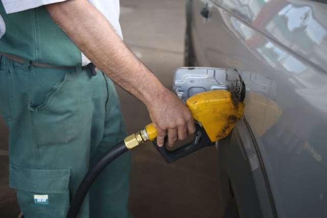 Inflação fecha em 0,96% em março puxada por alta no preço dos combustíveis
