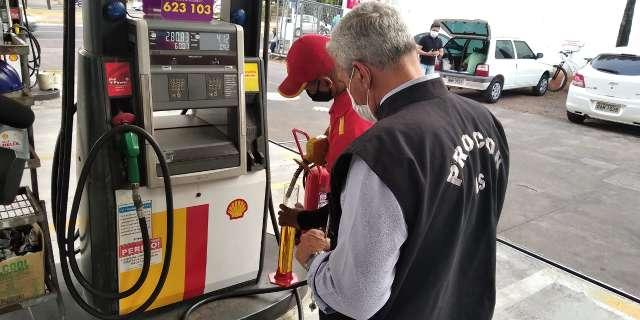 Postos são autuados por preços abusivos de combustíveis