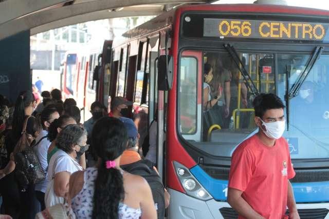Para 76%, escolas e comércio têm que mudar horários para desafogar os ônibus